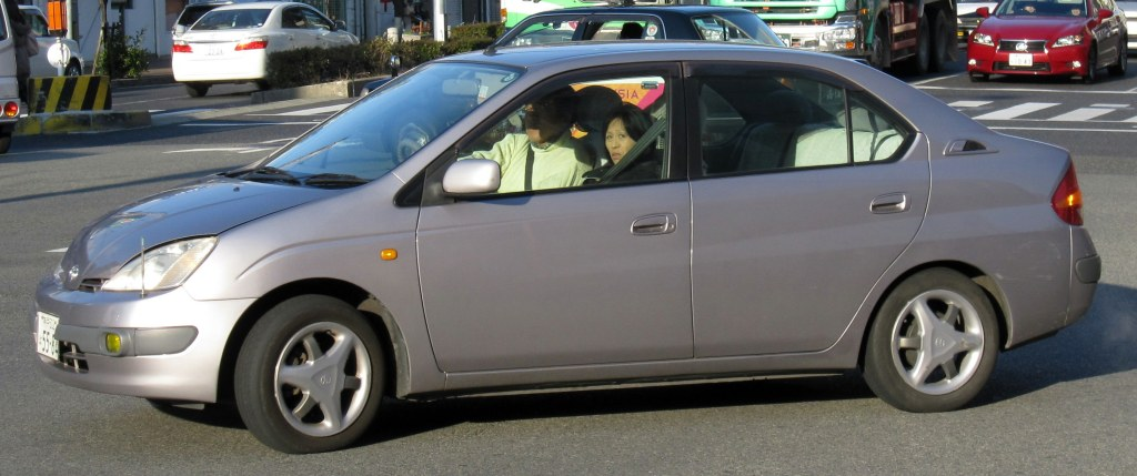 Prius NHW10 in Kobe.  Note the wheels and bumper-mounted fog lamps